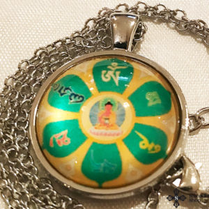 Amitabha Buddha OM Mani Padme HUM mandalával üveg függős nyaklánc