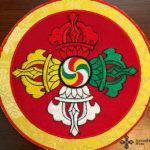 Kerek hímzett dupla dordzse szimbólumos oltárterítő