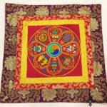 Nagy méretű nyolc szerencse szimbólumos nepáli oltárterítő