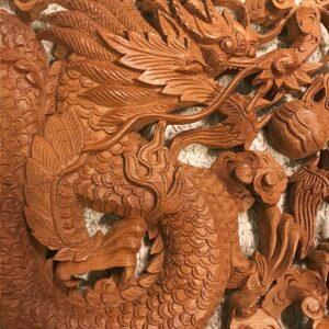 Sárkányok teak fa faragás 90x35 cm 2