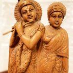 Eredeti-szantálfa-Krishna-és-társa-szobor-3