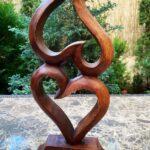 Egymásba-fonódó-szívek-szobor