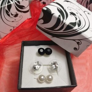fekete-fehér-fülbevalő-szett-ékszer-ajándék-doboz-bizsuékszerbolt.hu