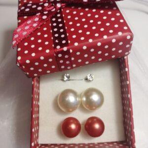 piros-fehér-fülbevalő-szett-ékszer-ajándék-doboz-bizsuékszerbolt.hu