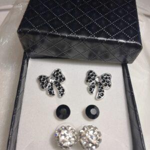 fekete-ezüst-fülbevalő-szett-ékszer-ajándék-doboz-bizsuékszerbolt.hu